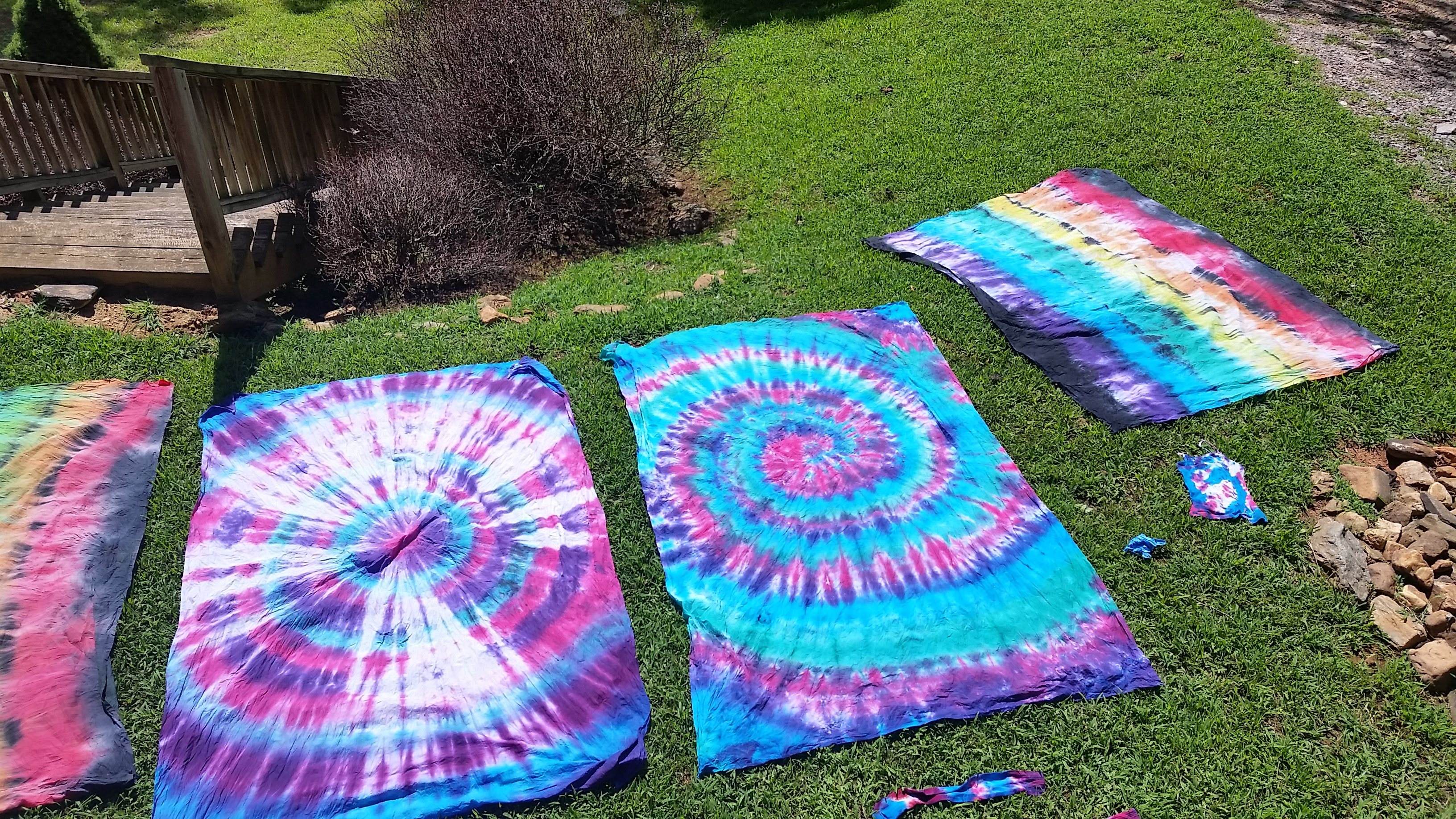 diy tie dye tapestries by girl scout troop 3013 on our white tapestries. Black Bedroom Furniture Sets. Home Design Ideas